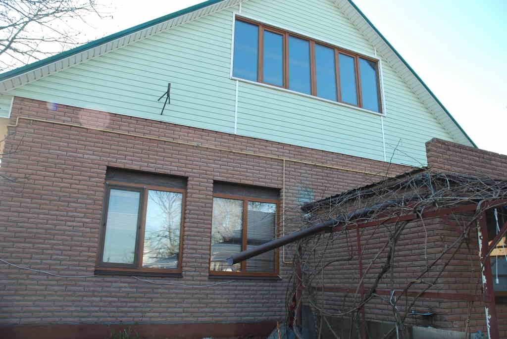 Продам 1,5-поверх. цегляний будинок з ремонтом, меблями та електро-побутовою технікою в центрі міста