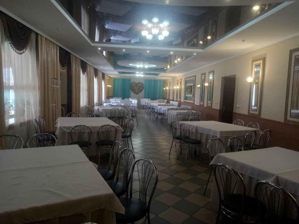 Продам діючий ресторан з вбудованим продовольчим магазином у Гайсинському районі