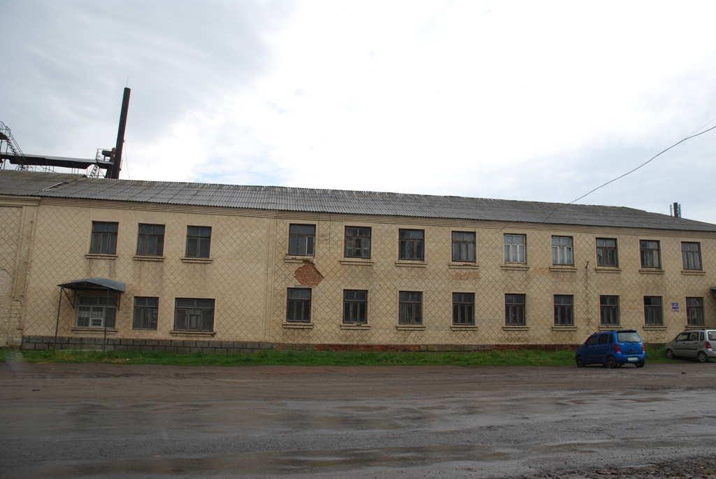Продається 2-х поверхова адмінбудівля з додатковим приміщенням площею 1.130 кв.м