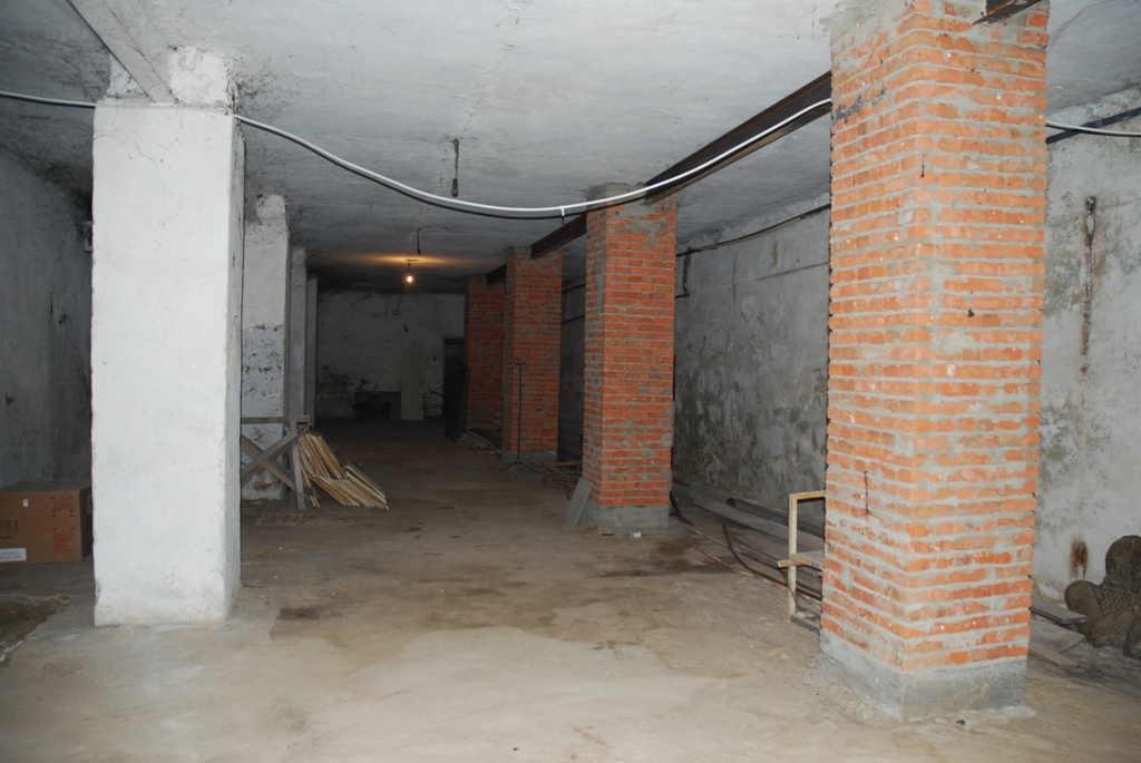 В центрі міста Тульчина продається підвальне приміщення площею 485 кв.м.