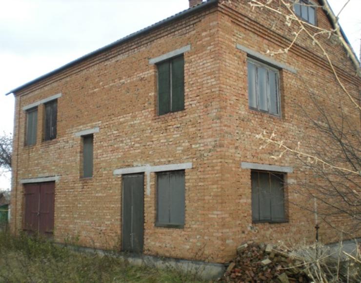 Продам 2-х поверховий будинок (без ремонта) в с. Мазурівка