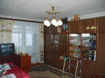 Продам 4-х кімнатну квартиру на 3-му поверсі в районі ПТУ