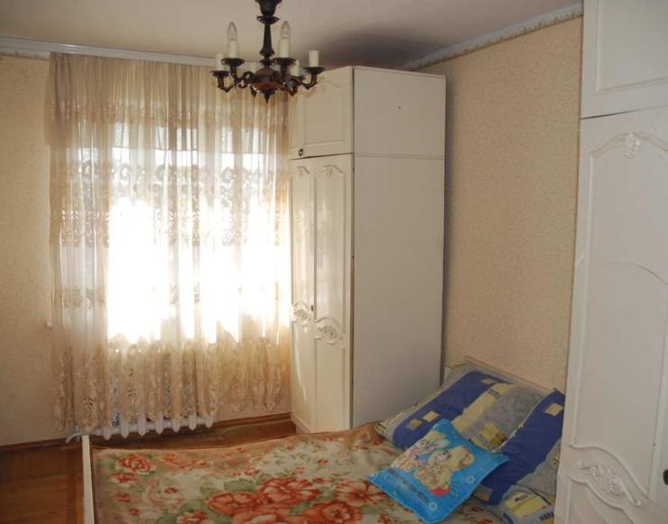 Продається 3-х кімнатна квартира з 2-х поверховою літньою кухнею