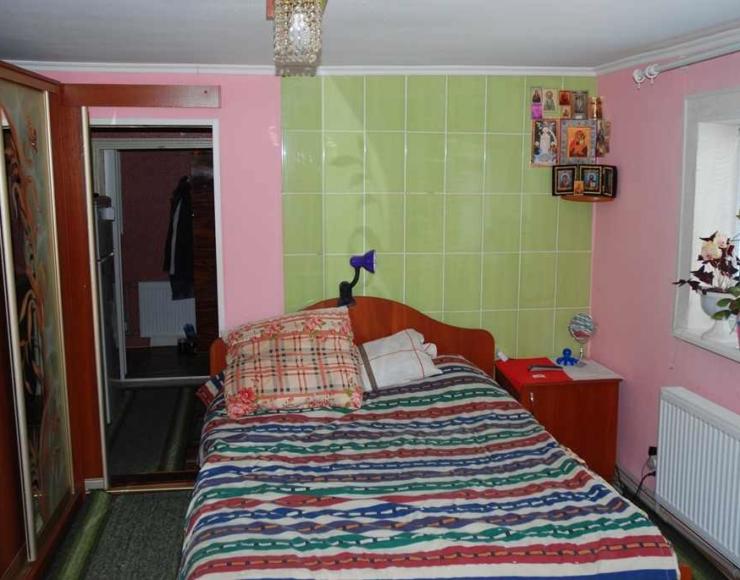 Продам частину утепленого будинку з ремонтом та меблями