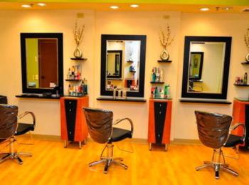 Запрошуємо на роботу майстра з манікюру, педикюру, перукаря та бровіста