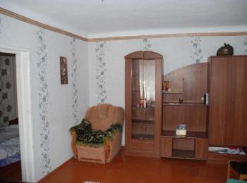 Продам 2-х кімнатну квартиру на 1-му поверсі з меблями та електро-побутовою технікою