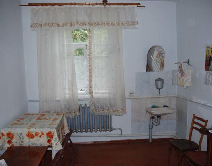 Продається недорого добротний будинок з меблями