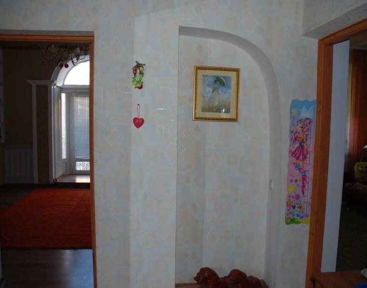 Продається 3-х кімнатна квартира з євроремонтом та меблями