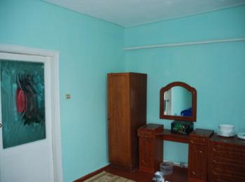 Продається 3-х кімнатна квартира з окремим входом в частині будинку
