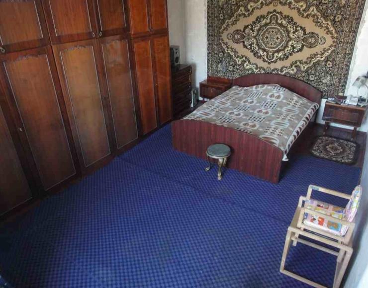 Продається 2-х поверховий будинок з присадибною ділянкою