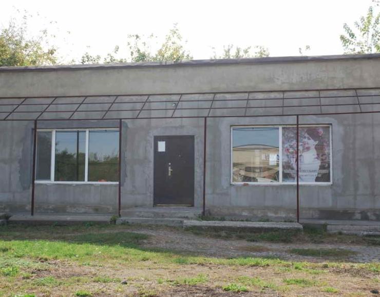 Продається діючий магазин з торговим обладнанням у смт. Брацлав