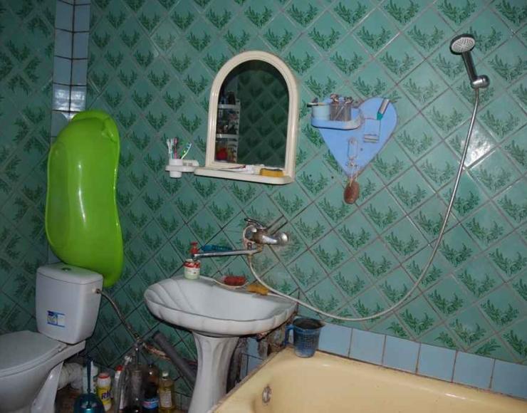 Продається недорого кирпичний будинок з меблями на новобудовах