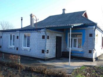 Продається добротний цегляний будинок в с. Зарічне, по центральній дорозі