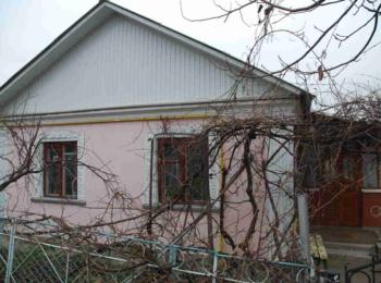 Продам недорого добротний будинок з меблями по вул. Петровського