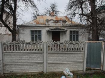 Продається недорого будинок в районі стадіону
