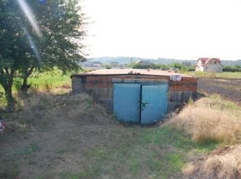 Продам земельну ділянку, район ПТУ (сторона Мазурівки), з цокольним приміщенням та гаражем